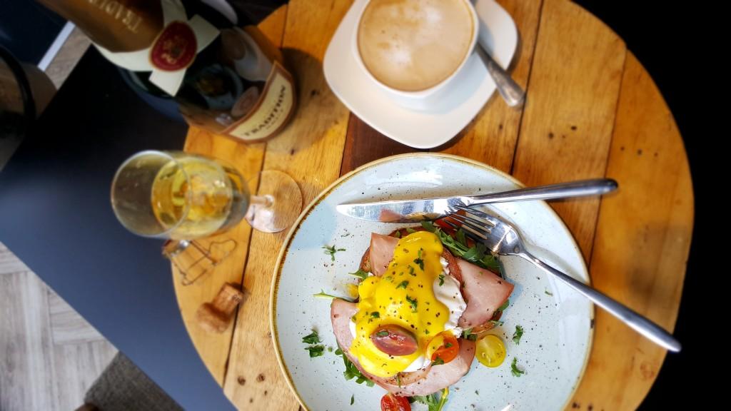 Park Inn Eggs Benedict3 (1)