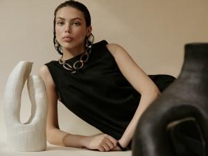 Pichulik - LR Circe necklace beige black PICCIR-N-BG-BK HR Aisa earrings beige PICAIS-E-BG LR 2